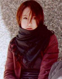 陈慧琳:及肩碎发和围巾搭配打造成熟气质.图片